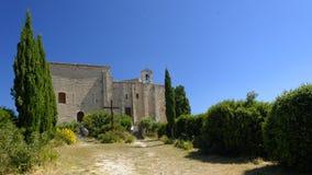 Middeleeuwse kasteelkerk in saturnin-les-Geschikte Heilige stock afbeelding