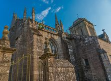 Middeleeuwse kathedraal en oude plaatsen van verering stock foto