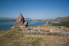 Middeleeuwse kerk op Sevan meer, Armenië Stock Afbeeldingen