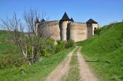 Middeleeuwse Khotyn-vesting op de bank van de Dniester royalty-vrije stock afbeelding