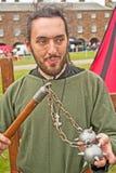 Middeleeuwse militair met dorsvlegel Stock Foto