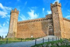 Middeleeuwse Montalcino-Vesting in Val D 'Orcia, Toscanië, Italië royalty-vrije stock foto