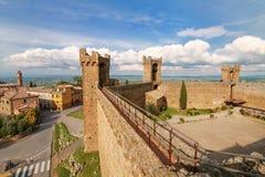 Middeleeuwse Montalcino-Vesting in Val D ` Orcia, Toscanië, Italië stock fotografie