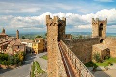 Middeleeuwse Montalcino-Vesting in Val D ` Orcia, Toscanië, Italië royalty-vrije stock fotografie