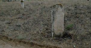 Middeleeuwse moslimgrafstenen op Oude Tandsteenbegraafplaats stock footage