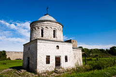 Middeleeuwse orthodoxy kerk in Ivangorod-vesting Royalty-vrije Stock Foto's