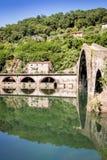 Middeleeuwse Ponte-della Maddalena over Serchio Stock Foto