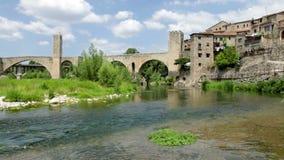 Middeleeuwse poort in middeleeuwse Europese stad stock videobeelden