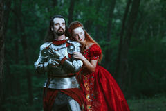 Middeleeuwse ridder met dame royalty-vrije stock fotografie