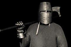Middeleeuwse Ridder met Helm en Bijl stock foto's