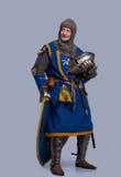 Middeleeuwse ridder met helm in zijn hand Royalty-vrije Stock Fotografie