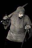 Middeleeuwse Ridder met Zwaard en Bijl royalty-vrije stock afbeelding