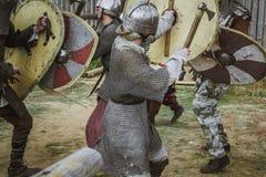 Middeleeuwse ridders in slag royalty-vrije stock foto's