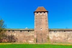 Middeleeuwse Roman stadsmuur met torens in Wormen, Duitsland stock fotografie