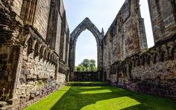 Middeleeuwse ruïne van de Abdij van Bolton, Groot-Brittannië stock fotografie