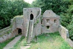 Middeleeuwse ruïne van vesting bij g stock foto