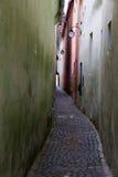 Middeleeuwse smalle straat brasov Stock Afbeelding