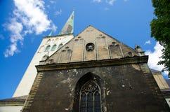 Middeleeuwse St Olaf Kerktoren van Oude Stad van Tallinn, Estland stock foto's