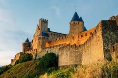 Middeleeuwse stad van Carcassonne bij zonsondergang stock foto