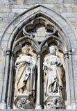 Middeleeuwse standbeelden op de muur van Ypres-Doekzaal royalty-vrije stock foto's