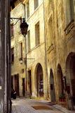 Middeleeuwse straat in Frankrijk royalty-vrije stock afbeelding