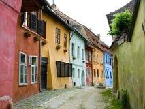 Middeleeuwse straat Sighisoara Stock Afbeeldingen