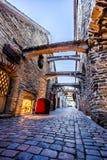 Middeleeuwse straatst Catherine Passage in Tallinn, Estland Stock Foto