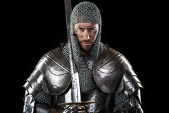 Middeleeuwse Strijder met het pantser en het zwaard van de kettingspost Royalty-vrije Stock Fotografie