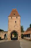 Middeleeuwse toren in het schilderachtige dorp van Rosheim stock foto