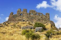 Middeleeuwse vesting Amberd op de helling van onderstel Aragats stock foto's