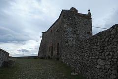Middeleeuwse vestingsbinnenplaats in Verucchio, Italië royalty-vrije stock afbeelding