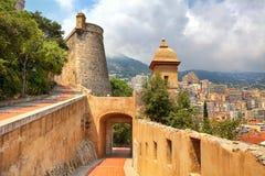 Middeleeuwse vestingwerk en mening van Monte Carlo. Stock Foto
