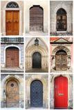 Middeleeuwse voordeuren met rond gemaakte boog Stock Foto