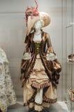 Middeleeuwse vrouwen` s kleding op ledenpoppen Stock Afbeelding