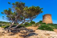 Middeleeuwse watchtower van Spanje Majorca Torre DE Cala Pi stock afbeeldingen