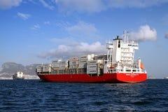 Middelgroot MAXIMUM verankerd de LOYALITEITSwachten van het containerschip, toestemming om naar haven te gaan Royalty-vrije Stock Afbeeldingen