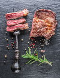 Middelgroot Ribeye-lapje vlees Royalty-vrije Stock Foto