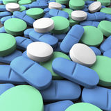 Middelgroot schot van vele groene, blauwe en witte tabletten Royalty-vrije Stock Afbeelding