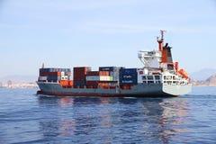 Middelgrote containership Renate die P na de haven van verlofalicante varen Royalty-vrije Stock Afbeelding