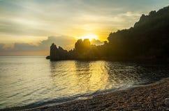 Middellandse Zee, Cirali-Strand dageraad De zonstijgingen van roc Royalty-vrije Stock Afbeelding