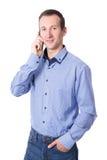 Midden oude bedrijfsmens die mobiele telefoon op whi uitnodigen Stock Fotografie