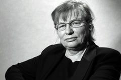 Midden oude vrouw in oogglazen Stock Foto's