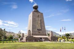 Midden van het Wereldmonument in Ecuador Stock Foto's
