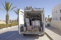 Middeneastd- Mitzpe Ramon, Israël 29 februari, - de installatie van hom-Hanegev van het autobedrijf van zonnewaterverwarmers Stock Foto's