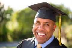 Middenleeftijdsmens het een diploma behalen Royalty-vrije Stock Foto