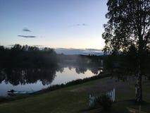 Middernacht in het Noorden van Zweden Stock Foto's
