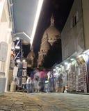 Middernacht in Parijs - Montmartre en Sacre Coeur royalty-vrije stock afbeelding