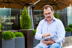 Middle age businessman using tablet Royalty Free Stock Photography