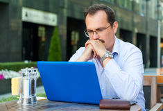 Middle age businessman works on laptop Royalty Free Stock Photos
