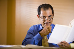 Middle-aged Hispanic businessman working in office Royalty Free Stock Photos